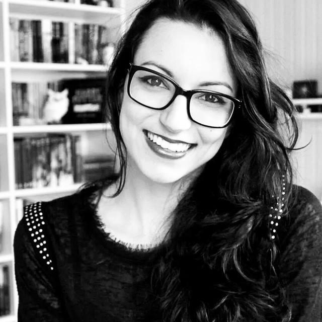 Booktuber Pam Gonçalves, do Garota It, acaba de anunciar que dará um passo natural: vai passar de resenhadora para escritora | © Foto do seu perfil no Facebook