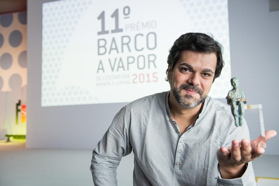 'O vento de Oalab', livro de estreia de João Luiz Guimarães, é o vencedor do Prêmio Barco a Vapor 2015 | © Divulgação