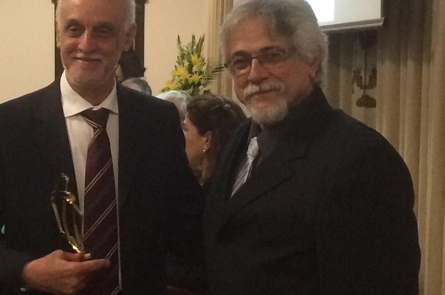 Roberto Acízelo ao lado de Marcelo Di Renzo, presidente da Abeu | © Divulgação/Abeu