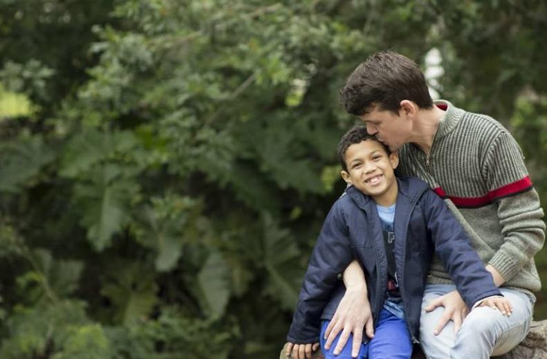 Lucas e o pai Peterson, funcionário da Livraria Cultura em Porto Alegre | © Simone Uriatt