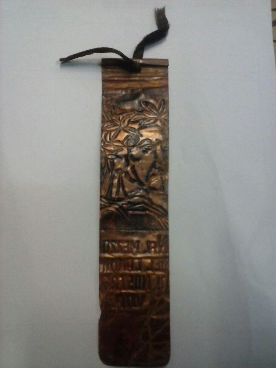 Marcador de páginas em cobre dado aos clientes da livraria Dante Alighieri | © Acervo da Família