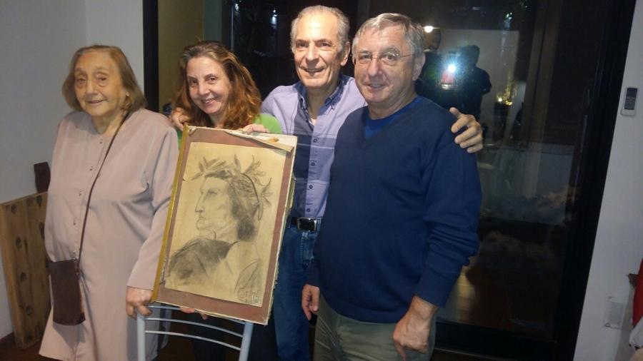 Da esquerda para a direita, Raquel Gurbanov ao lado da filha Miriam Gurbanov, do sobrinho Carlos Gurbanov e do filho Bernardo Gurbanov | © Acervo da Família