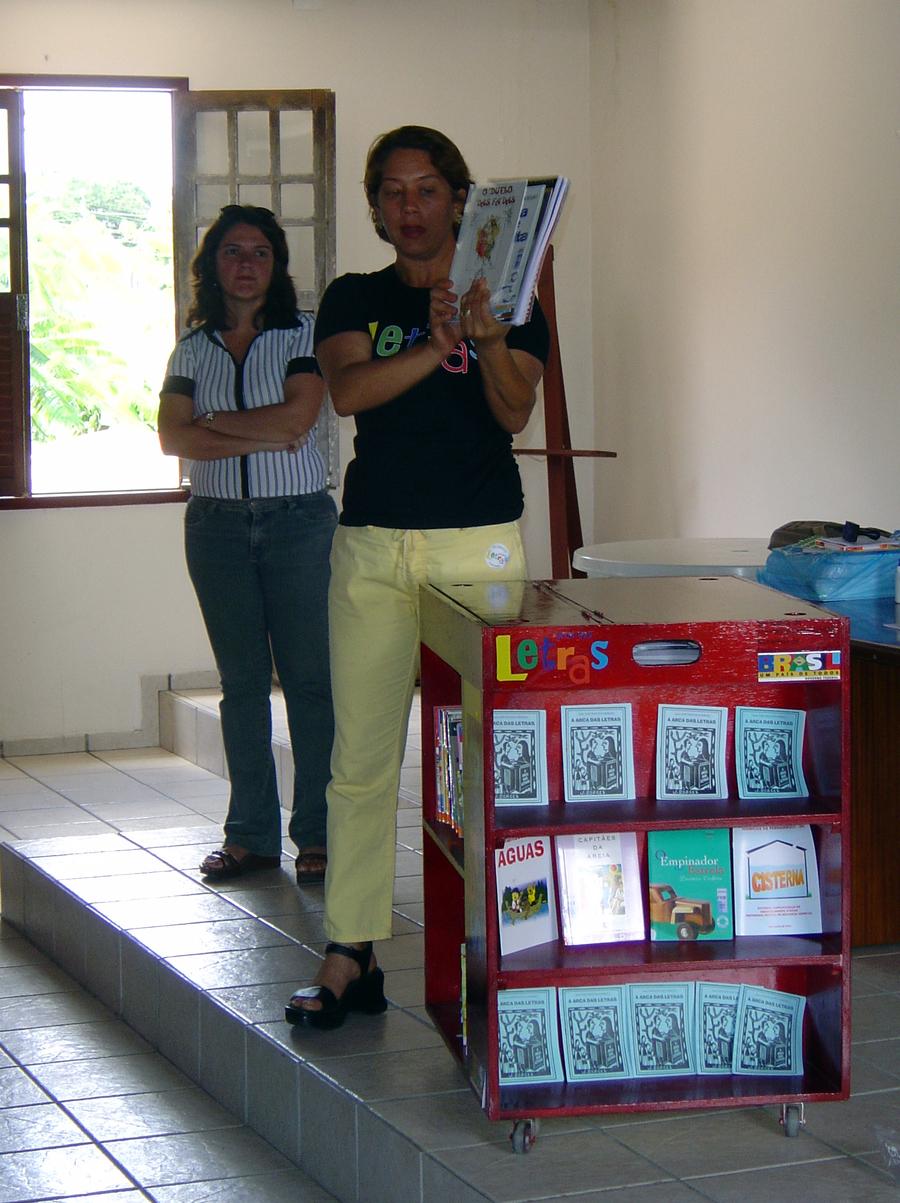 Cleide Soares, diretora do projeto, em treinamento dos futuros agentes da leitura   © Lima Andruška