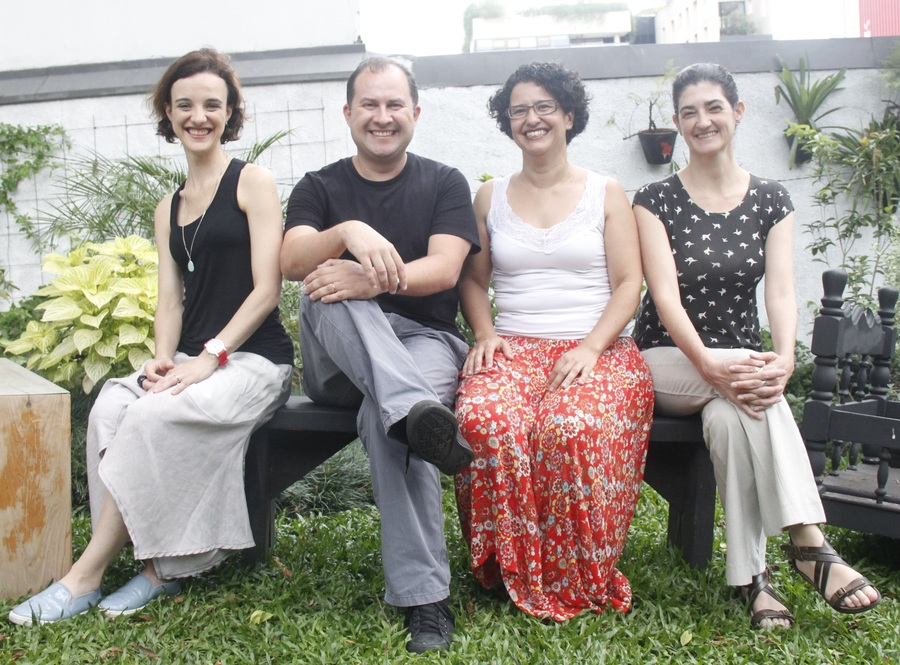 Daniela Padilha, Paulo Verano, Lizandra M. Almeida e Angela Mendes assinam o artigo 'A cabeça do editor do século 21: cadê a cabeça?'   © Lígia Guimarães
