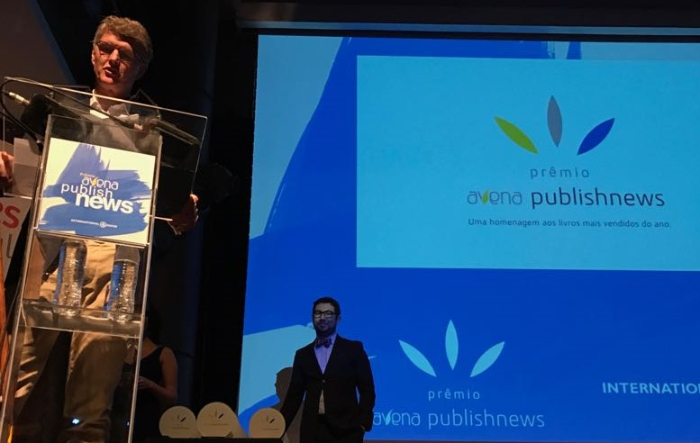 Brian Murray durante a entrega do Prêmio Avena PublishNews