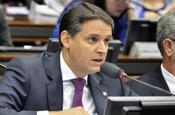 Deputado Thiago Peixoto apresenta relatório favorável à Lei Castilho | © Cláudio Araújo