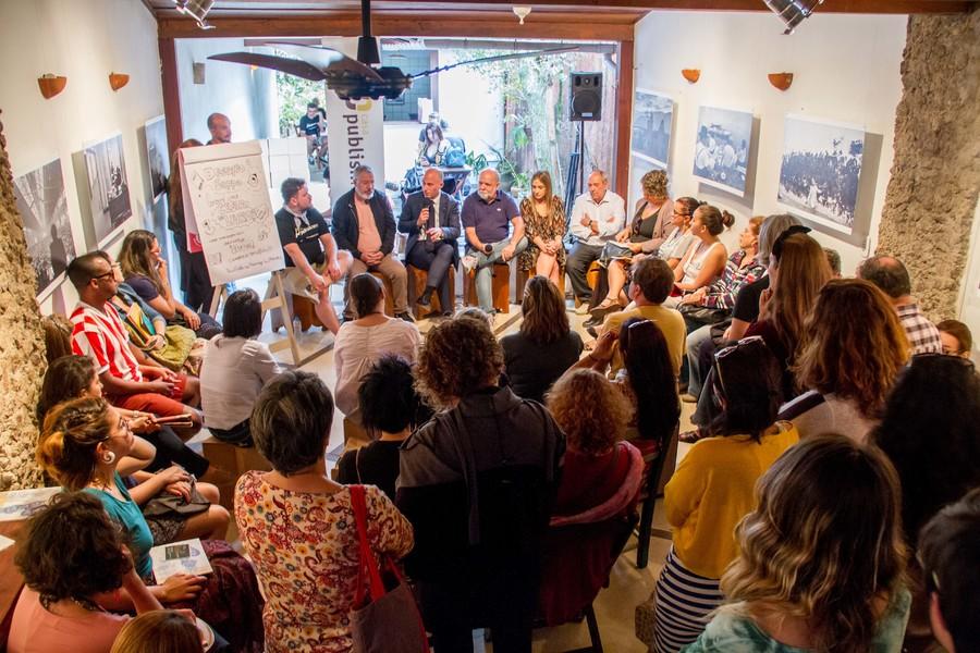 Casa lotada durante bate papo sobre eventos literários Brasil afora | © Julio VIlela