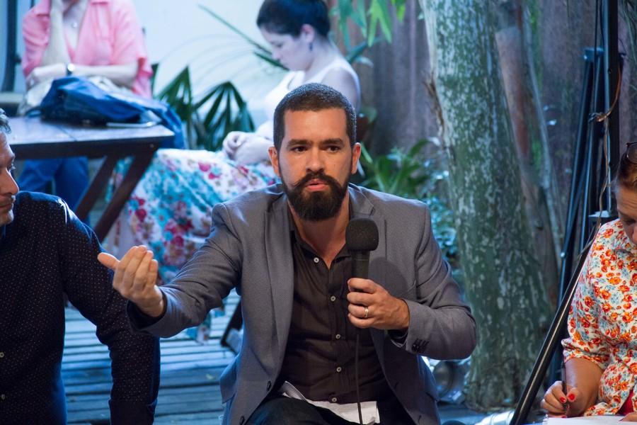 Cristian Brayner durante a sua participação na mesa 'Enquanto isso em Brasília: o livro e as políticas públicas' | © Julio Vilela