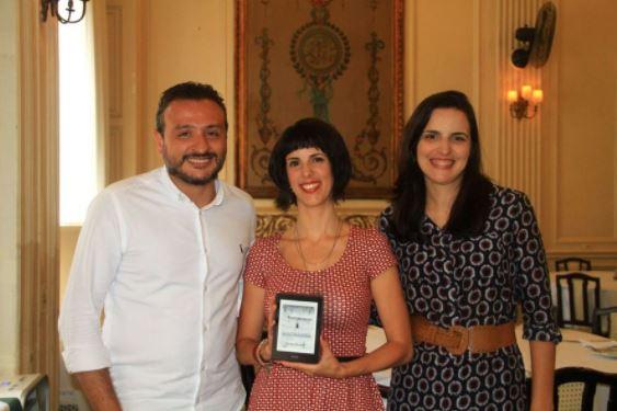 Ricardo Garrido, Gisele Mirabai e Daniele Cajueiro na entrega do 1º Prêmio Kindle de Literatura | © Júlio Vilela