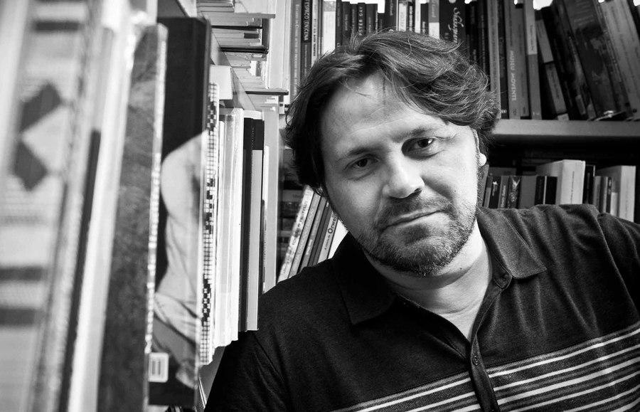 Marcelino Freire conduz a série de encontros do 'Clube de Leitura do Sesc Belenzinho | © Mario Miranda Filho