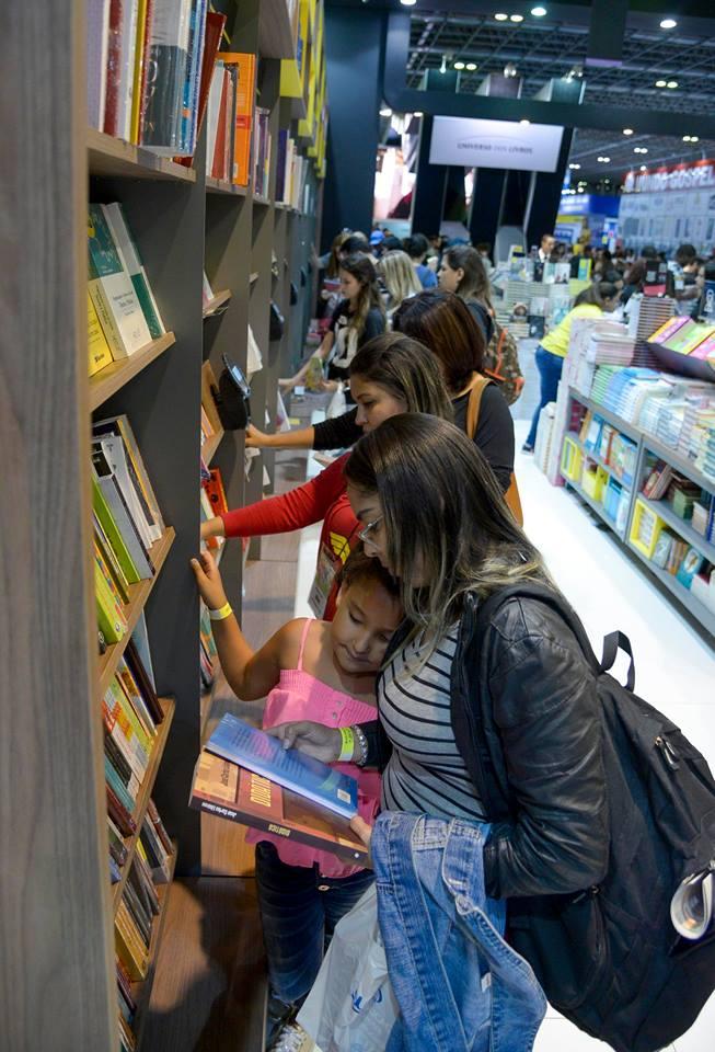 Segundo apuração da organização da Bienal do Rio, os 680 mil visitantes que passaram pela Bienal gastaram, em média, R$ 25,18 comprando 6,6 livros | © Divulgação
