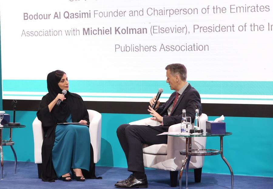 No primeiro dia das Jornadas Profissionais da Feira do Livro de Sharjah, Bodour Al Qasimi sabatinou Michiel Kolman, presidente da International Publishers Association (IPA)   © Divulgação