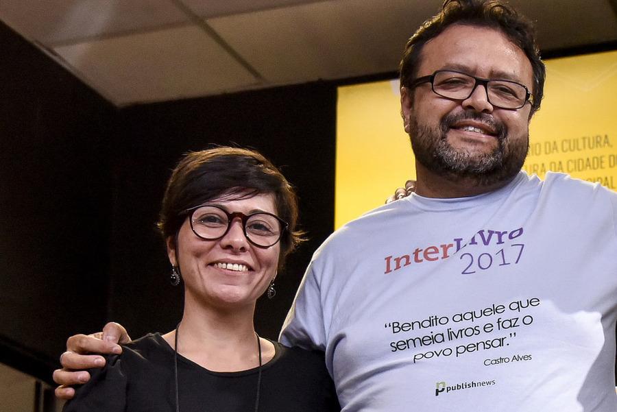Mariana Bueno e Carlo Carrenho na última edição do InterLivro | © Divulgação