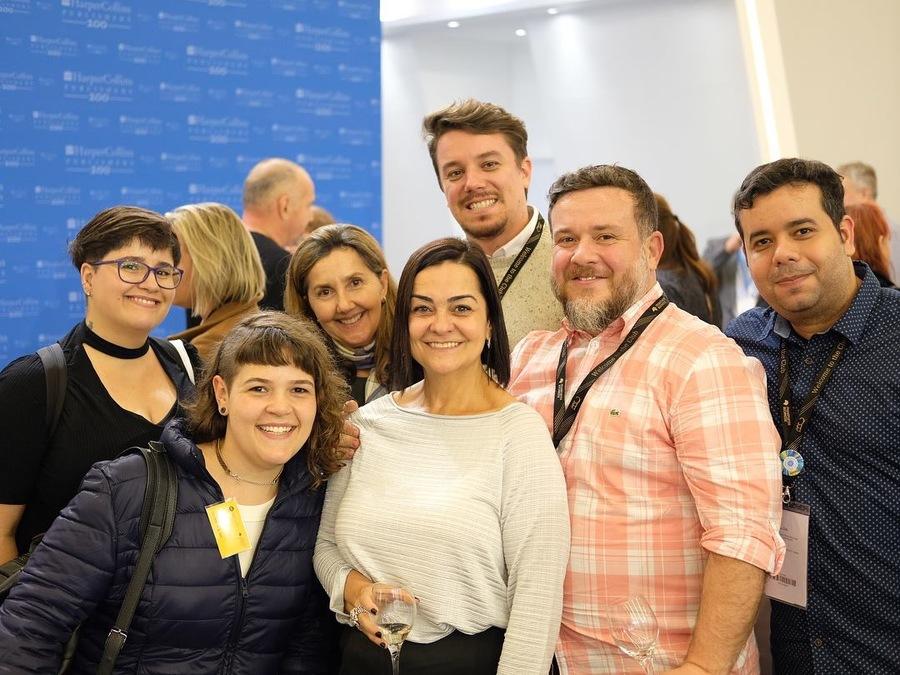 Turma reunida no coquetel de 200 anos da HarperCollins | © Beatriz Alves