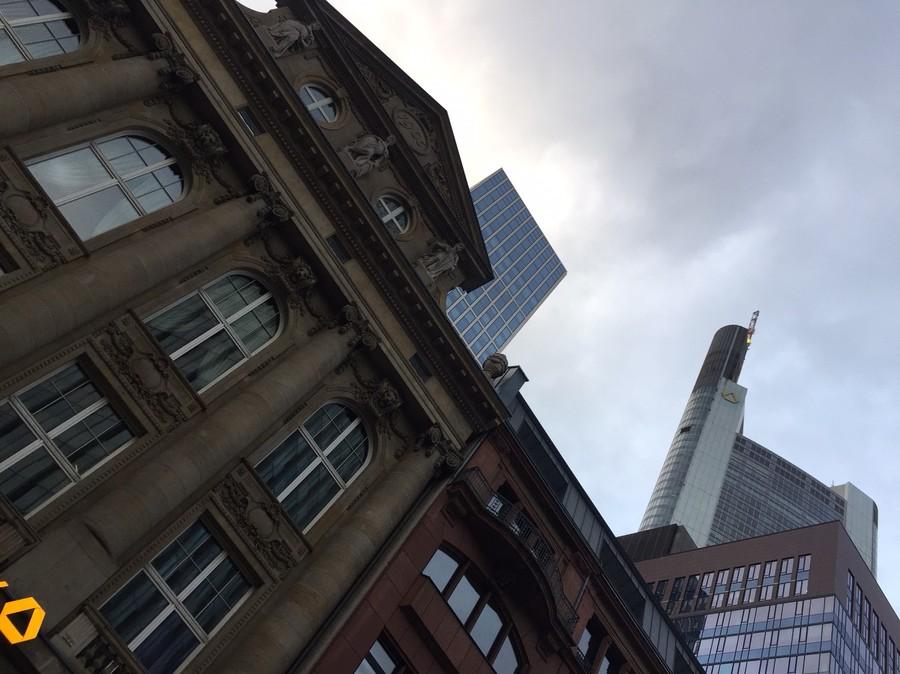 O contraste das arquiteturas de Frankfurt | © Rafaela Lamas