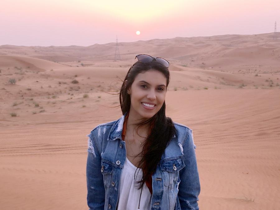 Entre um compromisso e outro, Talita conseguiu tempo para conhecer o deserto de Sharjah | © Acervo pessoal