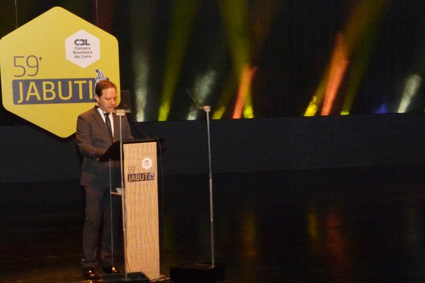 Luiz Armando Bagolin em seu discurso na entrega do Prêmio Jabuti | © Elisangela Borges