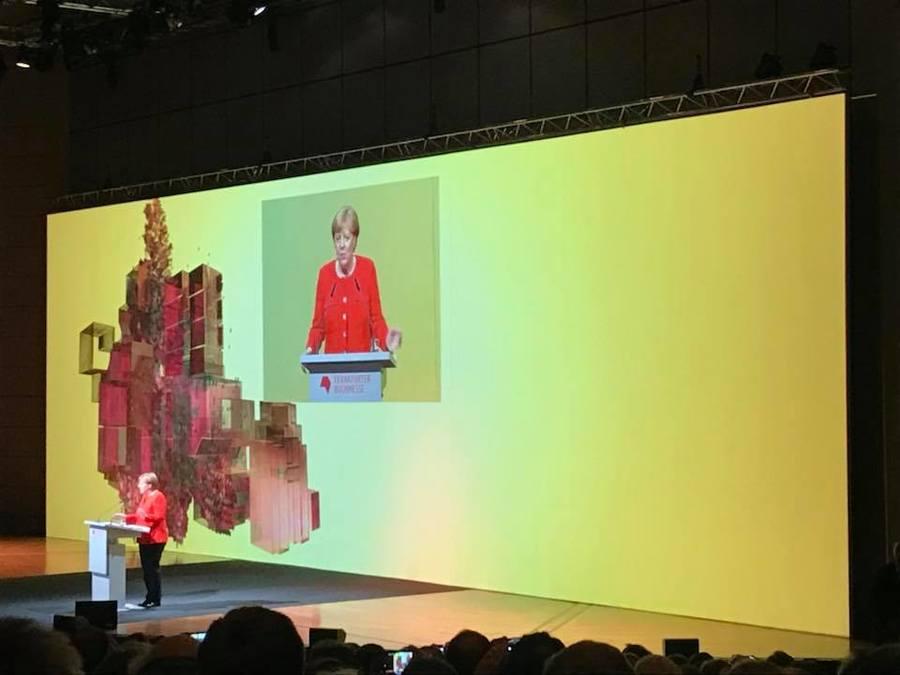Chanceler Angela Merkel na abertura da Feira do Livro de Frankfurt