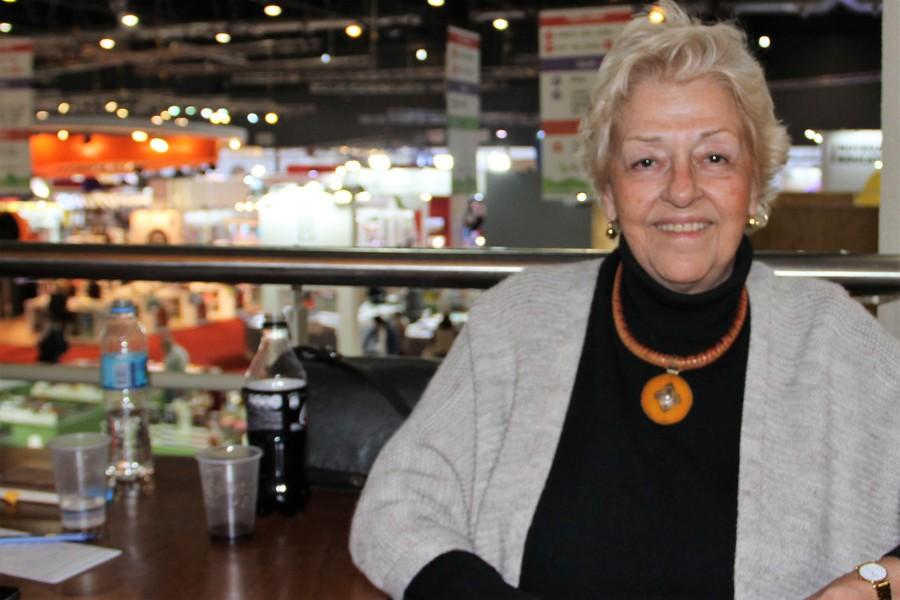 Beatriz de Moura, a grande dama da indústria editorial espanhola, foi entrevistada pelo PublishNews na Feira do Livro de Buenos Aires