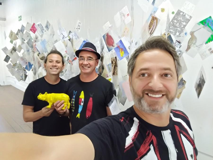 Piet Grobler (ao meio) com Roger Mello e Volnei Canônica