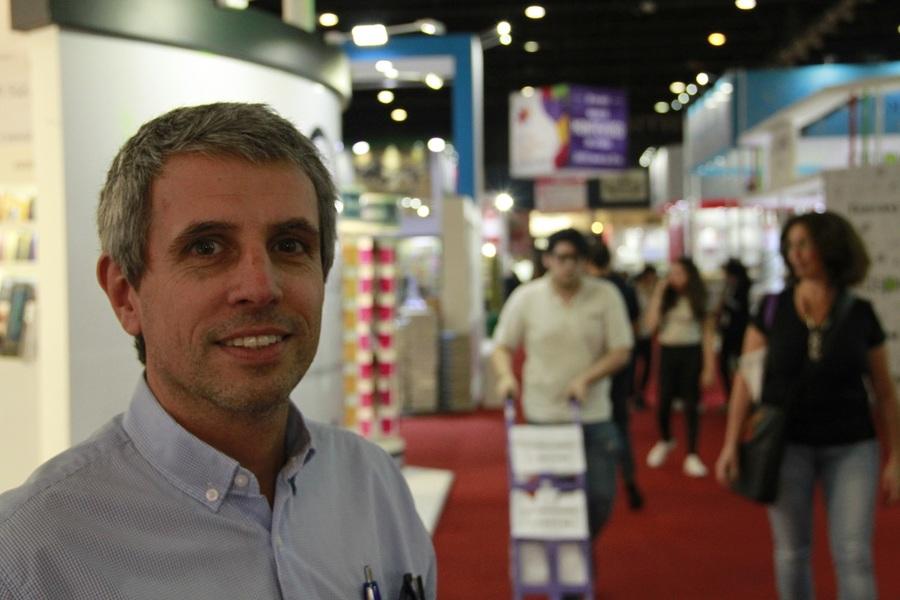 Fernando Zambra se encontra novamente com o PublishNews na Feira do Livro de Buenos Aires   Leonardo Neto
