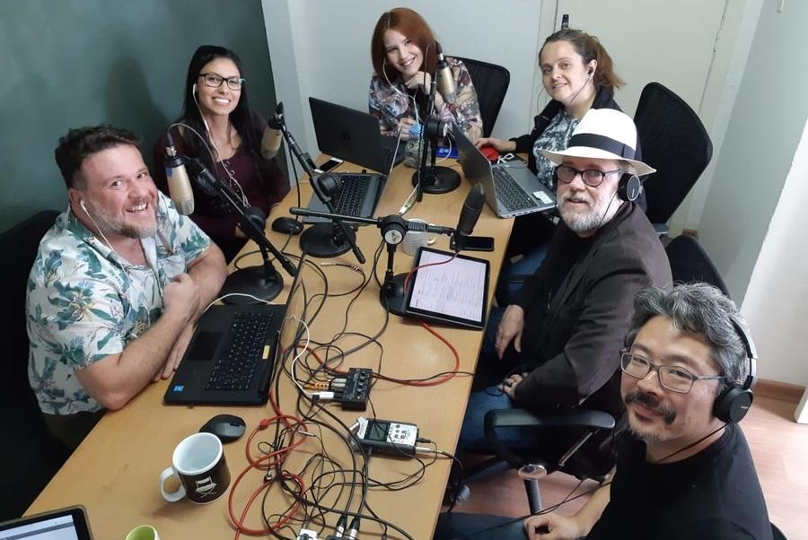 Ricardo Costa, CEO da Metabooks, junto com a equipe do PublishNews na gravação do nosso podcast semanal