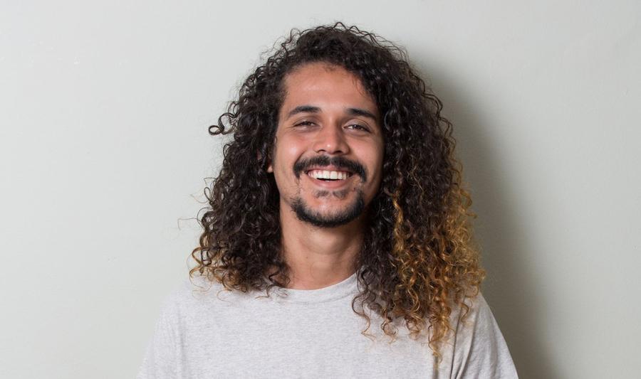 Geovani Martins ocupa a terceira posição da lista de Ficção de junho | © Chico Cerchiaro / Divulgação