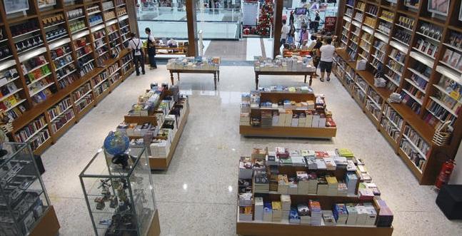 Varejo de livros apresenta nova queda em julho | © Livrarias Curitiba