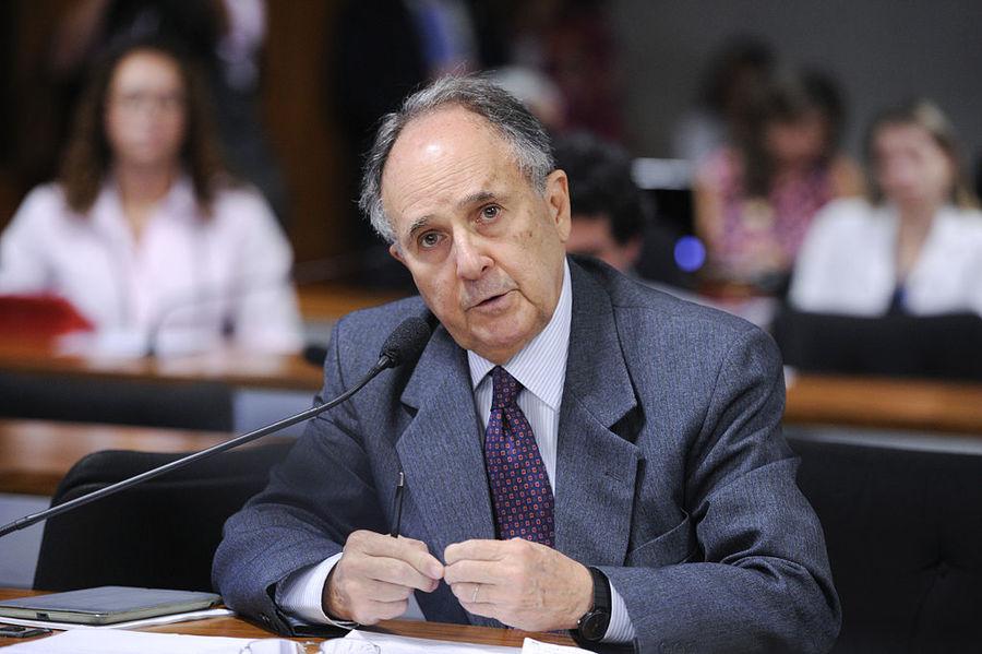 Cristovam Buarque tira proibição de feiras de livros em escolas de projeto de lei que tramita no Senado | © Pedro França / Agência Senado