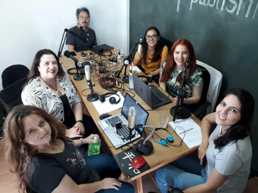 Evelina Fyskatoris, gerente de produtos institucionais e equipe de comunicação da CBL participaram do Podcast do PublishNews | © Zé Barrichello