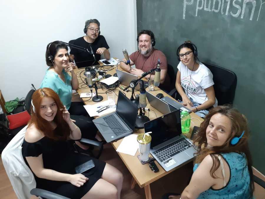 Karine Pansa e a equipe do PublishNews durante a gravação na quinta-feira passada | © Zé Barrichello