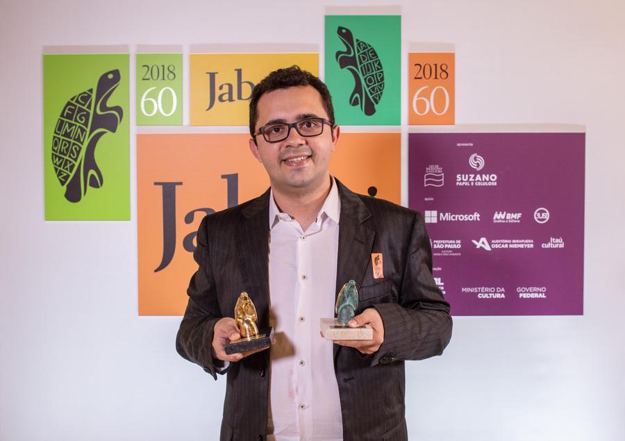 Mailson Furtado foi o vencedor do Livro do Ano do Prêmio Jabuti. Além da estatueta dourada, autor independente do interior do Ceará levou R$ 100 mil | © Estúdio WTF / Divulgação