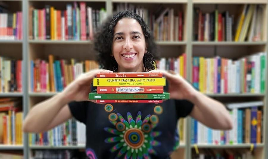 Editora Bia Nunes de Sousa, responsável pelos livros de gastronomia da Alaúde, eleita a melhor editora do ramo no Brasil pelo Gourmand Cookbook Awards | © Divulgação