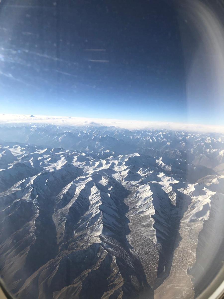 Viagem de 21 horas tem dessas visões do mundo. O Himalaya!!