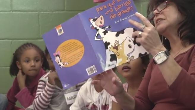 Momento do Projeto Pequenos Leitores em Ferraz de Vasconcelos, na Grande São Paulo | © Reprodução do vídeo institucional