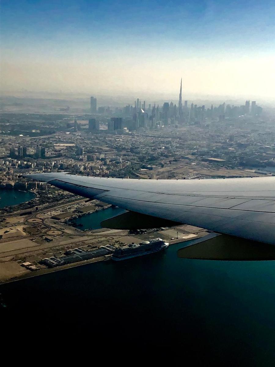 Segundo trecho Dubai-Lisboa. Ao fundo o Burj Khalifa.