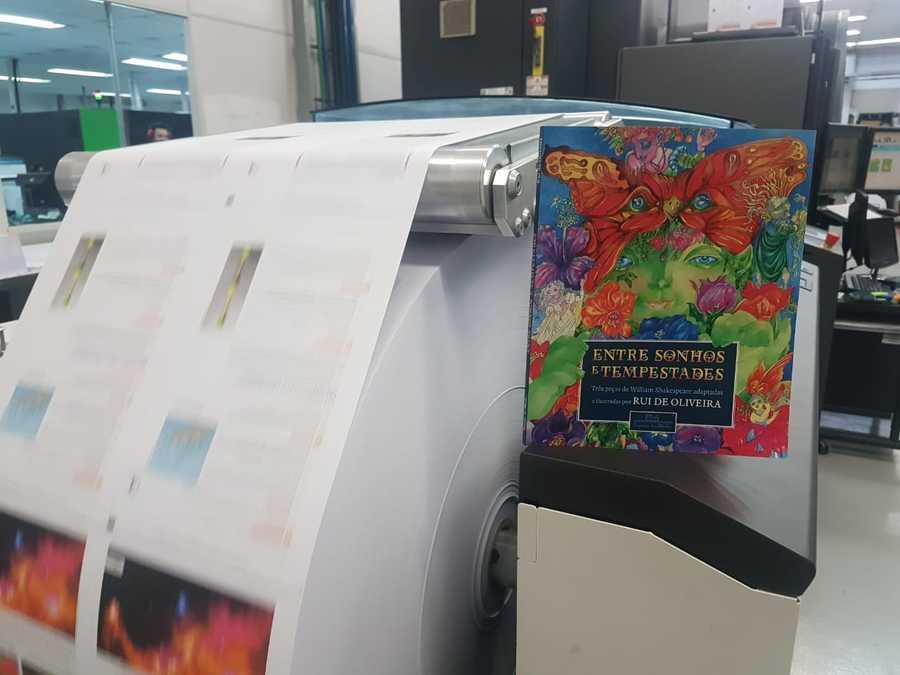 Direto da gráfica para a casa do leitor: Companhia das Letras lança livro impresso por demanda | © Divulgação / UmLivro