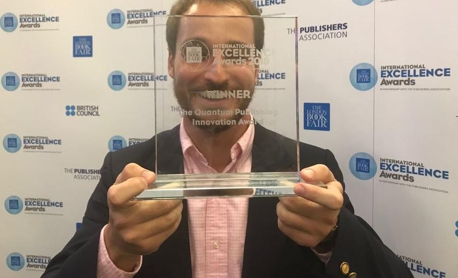 No ano passado, Gustavo Lembert esteve em Londres para pegar o seu troféu do International Excellence Award | © Carlo Carrenho