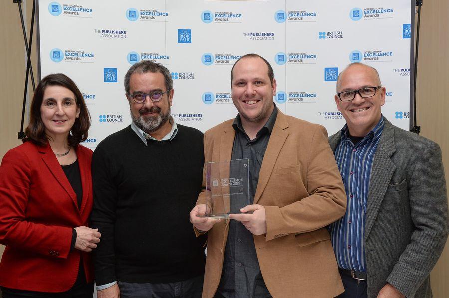 Equipe da Ed5 na entrega do International Excellence Awards | London Book Fair