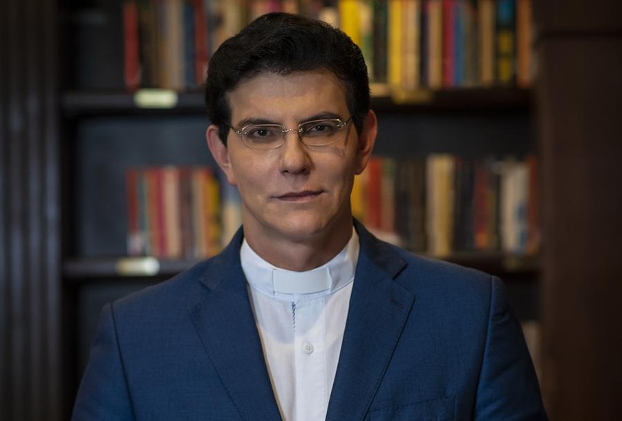 Padre Reginaldo Manzotti encabeça a lista dos mais vendidos dessa semana, com 'O poder oculto'   © Washington Possato