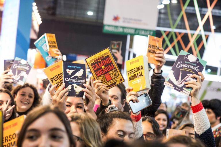 Público lota os primeiros dias da Feira do Livro de Buenos Aires que segue com a sua programação até o próximo dia 13 | © Divulgação