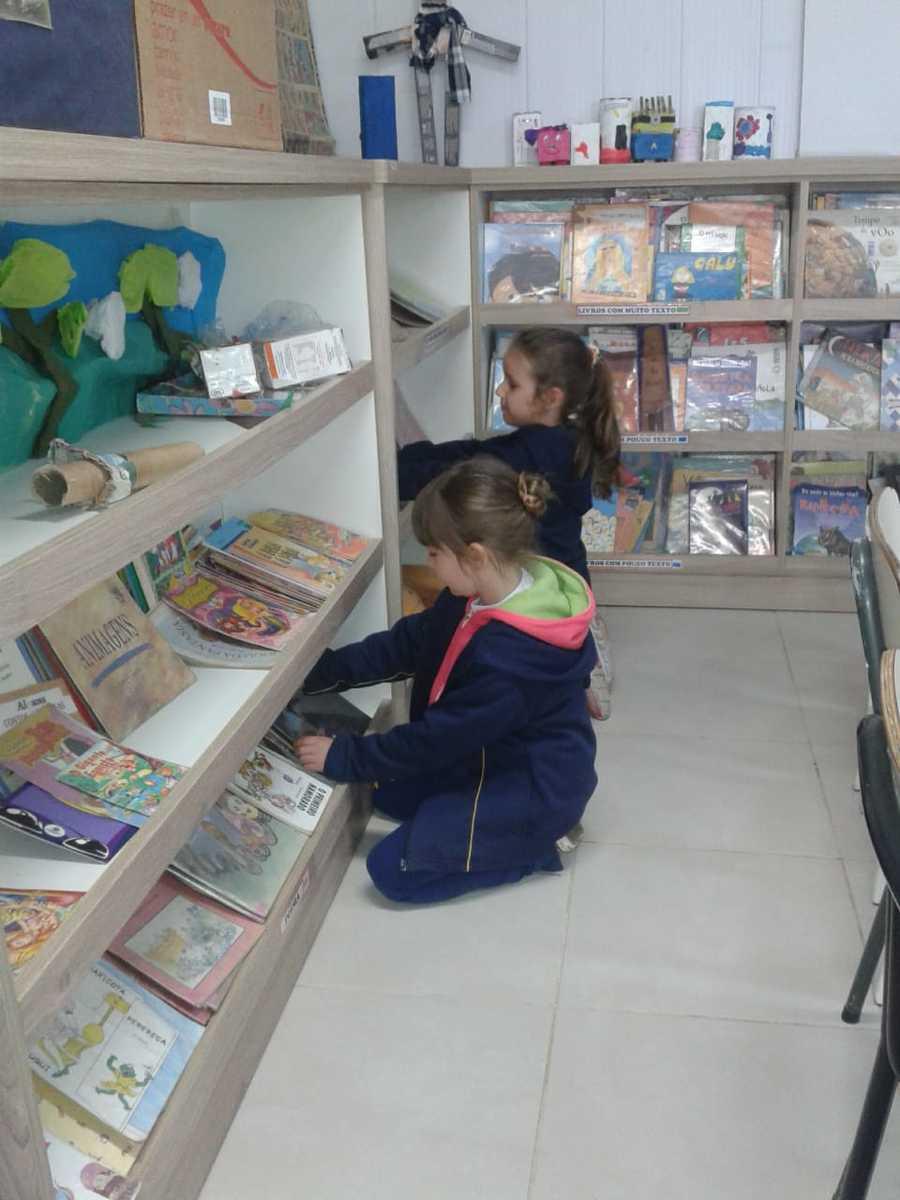 Biblioteca da Escola Municipal de Ensino Fundamental Santa Lúcia (Caxias do Sul - RS)