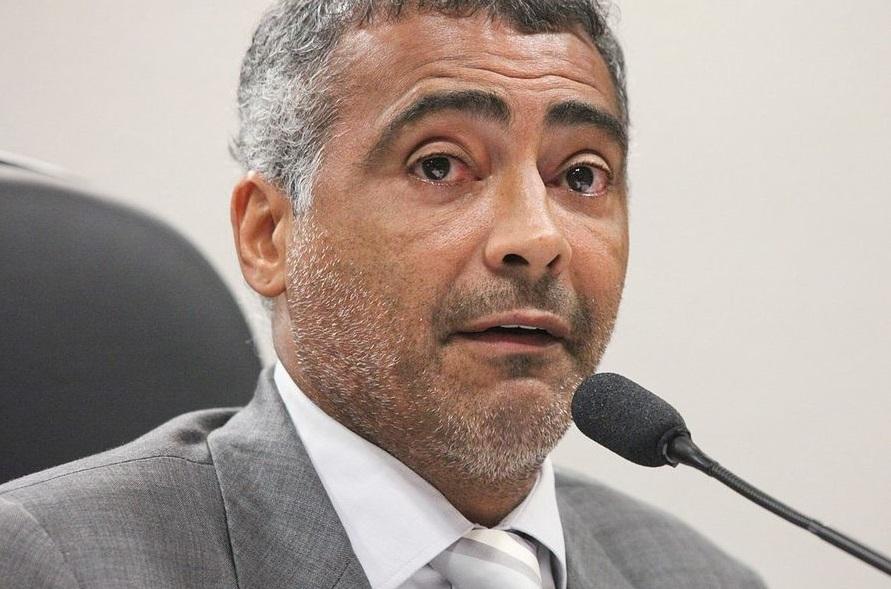 PL do senador Romario quer obrigar a compra de livros acessíveis por bibliotecas públicas brasileiras | © André Corrêa / Agência Senado