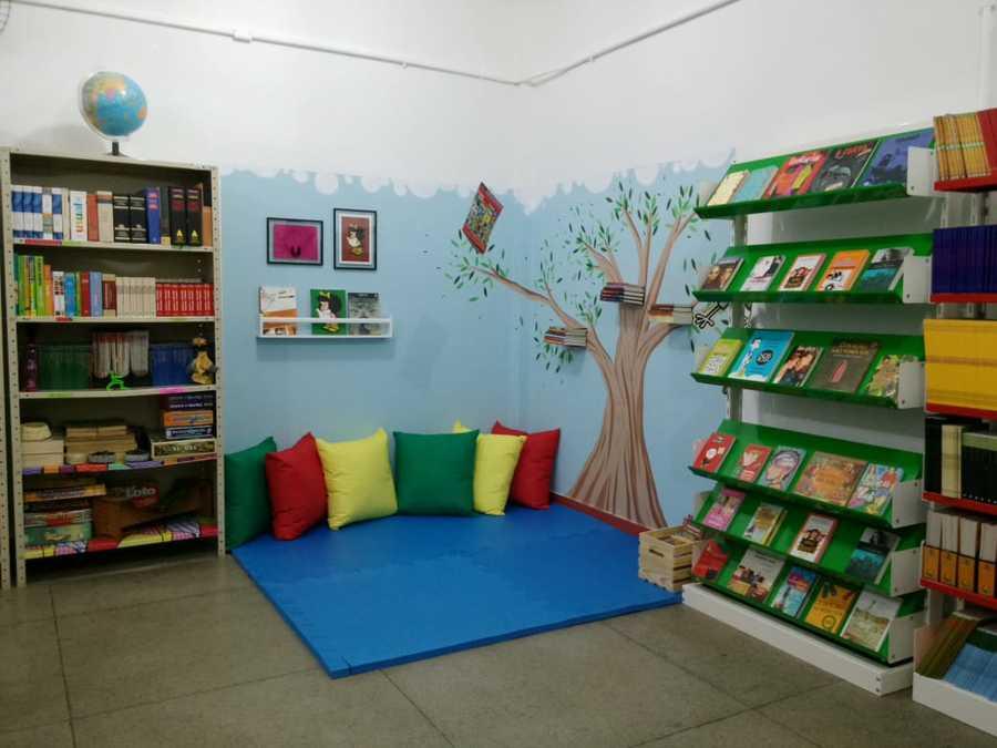 Biblioteca da Escola Municipal de Ensino Fundamental Camilo Castelo Branco (Rio de Janeiro- RJ)