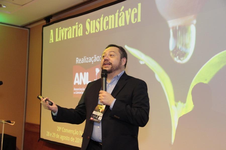 Sérgio Mena Barreto - presidente da Abrafarma - falou como as farmácias se reinventaram e deu dicas para que as livrarias sigam no mesmo caminho   Immonem Barros