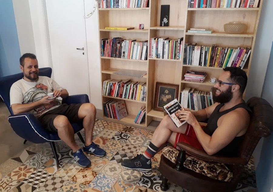 Antonio e Ricardo estão por trás do novo café que quer celebrar a literatura | Divulgação