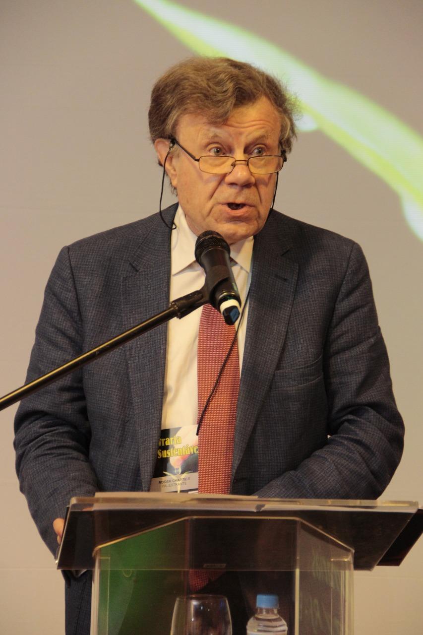 O nostálgico Roger Chartier defendeu as livrarias e os livros físicos   Immonem Barros