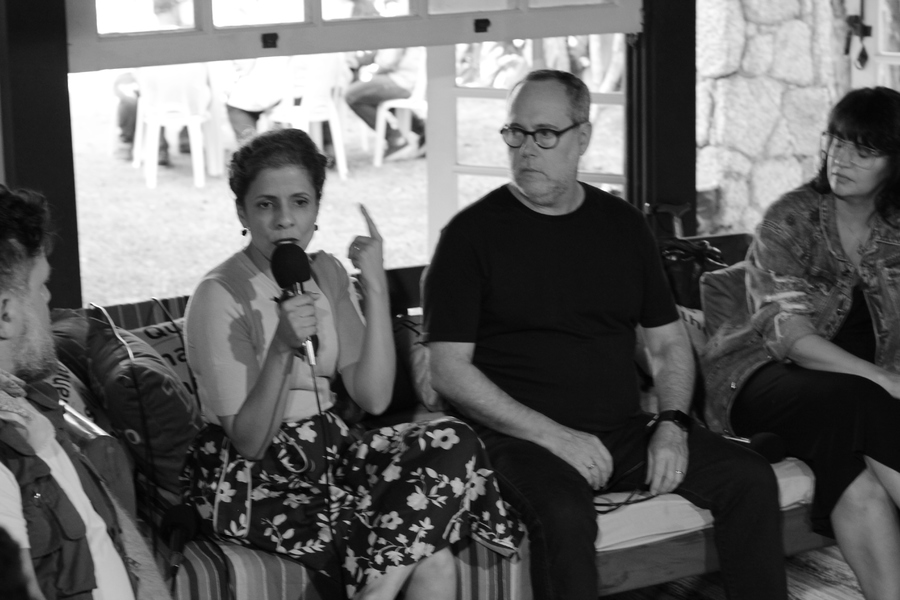 Denise Guilherme, Ricardo Costa e Karina Pino participaram da mesa 'A agulha no palheiro - como os metadados podem ajudar, na prática, a encontrar o livro certo pra pessoa certa' | © André Argolo