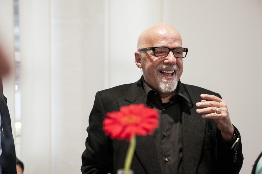 Paulo Coelho quer incentivar o empoderamento digital de jovens brasileiros | Niels Akermann