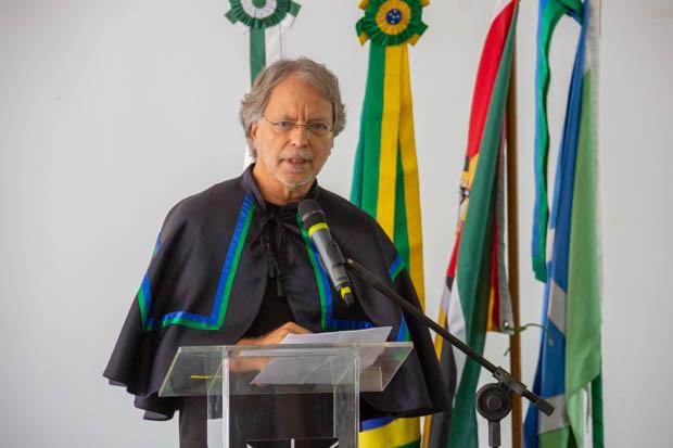 Mia Couto recebeu o título de doutor honoris causa pela UnB | © André Gomes / Secom UnB